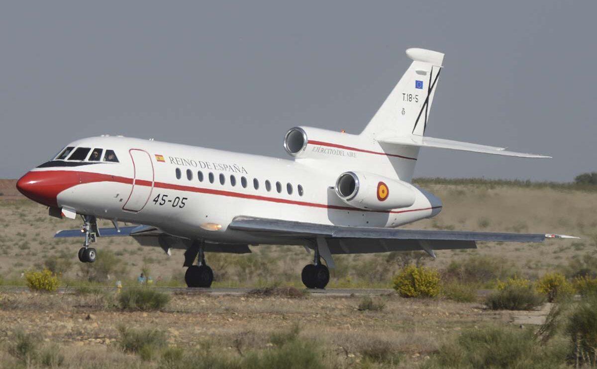 Aterrizaje de uno de los Dassault Falcon 900 del Grupo 45.