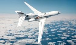El Falcon 8X es el tercer miembro de la nueva generación de aviones ejecutivos de Dassault con mandos de vuelo fly-by-wire y aerodinámica y motores más eficientes y menos contaminantes.