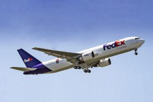 Entre las entregas del mes de mayo de Boeing está el B-767F número 100 de Fedex, el cual luce un emblema acreditativo en su fuselaje.q