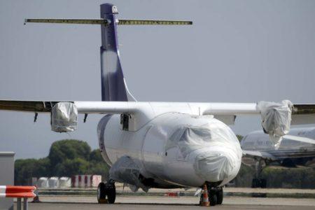 El ATR 72 EI-FXE de Fedex / ASL Airlines en Barajas ya con diversos elementos desmontados antes de pasar a manos de los bomberos.