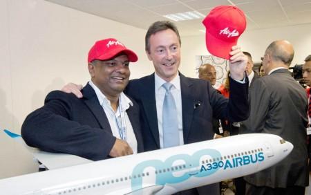 Tony Fernandes de AirAsia y Fabrice Brégier de Airbus en Farnborough.