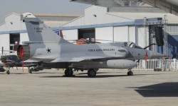 Uno de los dos Dassault Mirage 200C mostrados por la Fuerza Aérea de Brasil.