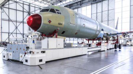 La cuarta y más moderna línea de montaje del A320 en Finkenwerder usa dos bahías dedicadas antes a instalar los interores de los A380.
