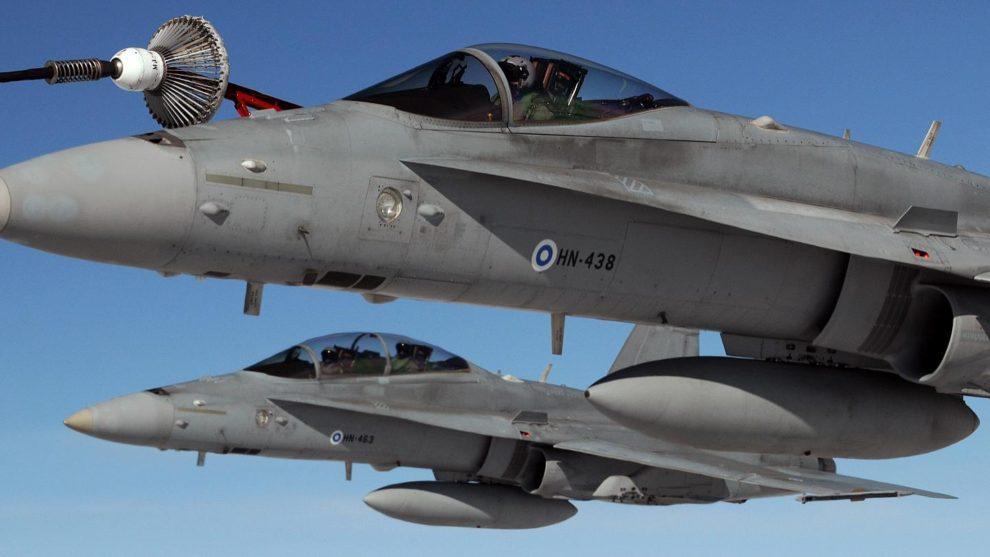 Dos F-18 finlandeses, un C y un D.