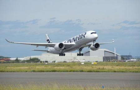 Despegue en su vuelo inaugural del primer Airbus A350 de Finnair.