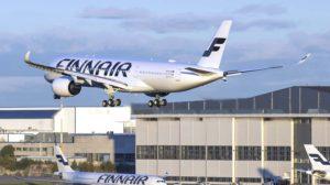El primero de los Airbus A350 de Finnair aterrizando en el aeropuerto de Helsinki.