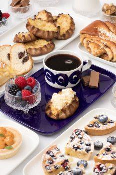 El nuevo servicio de café con algunas de los dulces que se sirven en la clase business de Finnair.