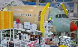 El primer Airbus A350 en la cadena de montaje final de Airbus.