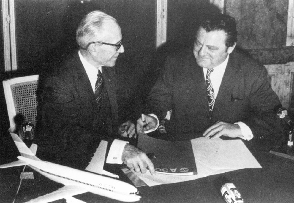 Firma de la constitución de Airbus.