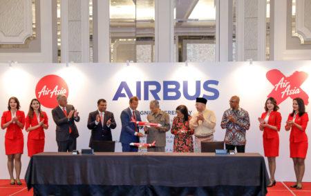La firma del contrato entre Air Asia y Airbus se llevó a cabo en Kuala Lumpur por Rafidah Aziz, presidente de Air Asia X, la aerolínea del grupo dedicada a los vuelos de largo radio, y Guillaume Faury, presidente de Airbus, con el primer ministro de Malasia, Mahathir Mohamad, como testigo entre otros.