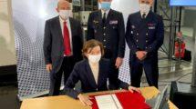 Florence Parly firma con Dassault la compra de más Rafale para el Ejército del Aire y del Espacio francés.
