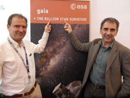 En la foto, a la izquierda José Hernández, jefe de Operaciones de Gaia, y a la derecha derecha Xavier Lauri, investigador principal de la misión, también español.