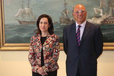 Margarita Robles junto al nuevo SEDEF, Ángel Olivares.