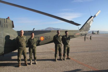 La última tripulación del UH-1H. (Foto: Julio Alcalá)