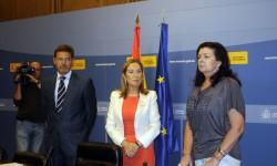 Carmen Librero (derecha) ha sido la encargada de hacer la primera presentación, seguida por la ministra Ana Pastor, sobre las inspecciones que realiza AESA sobre aerolíneas extranjeras.