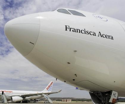 El nuevo Airbus A330 de Air Europa ha sido bautizado con el nombre de la madre de Juan José Hidalgo, presidente y propietario de Air Europa.