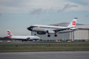 Aterrizaje en Londres heathrow del A319 G-EUPJ procedente de Shannon con los nuevos colores retro de BEA.