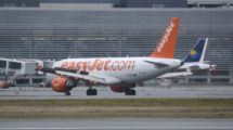 Airbus A319 de Easyjet en el aeropuerto de Toulouse, el cual tendrá un nuevo vuelo desde Ibiza.