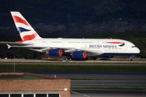 Uno de los Airbus A380 aparcados en Madrid Barajas.