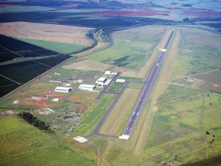Vista aérea de Gavião Peixoto y su pista de casi 5 km de largo.