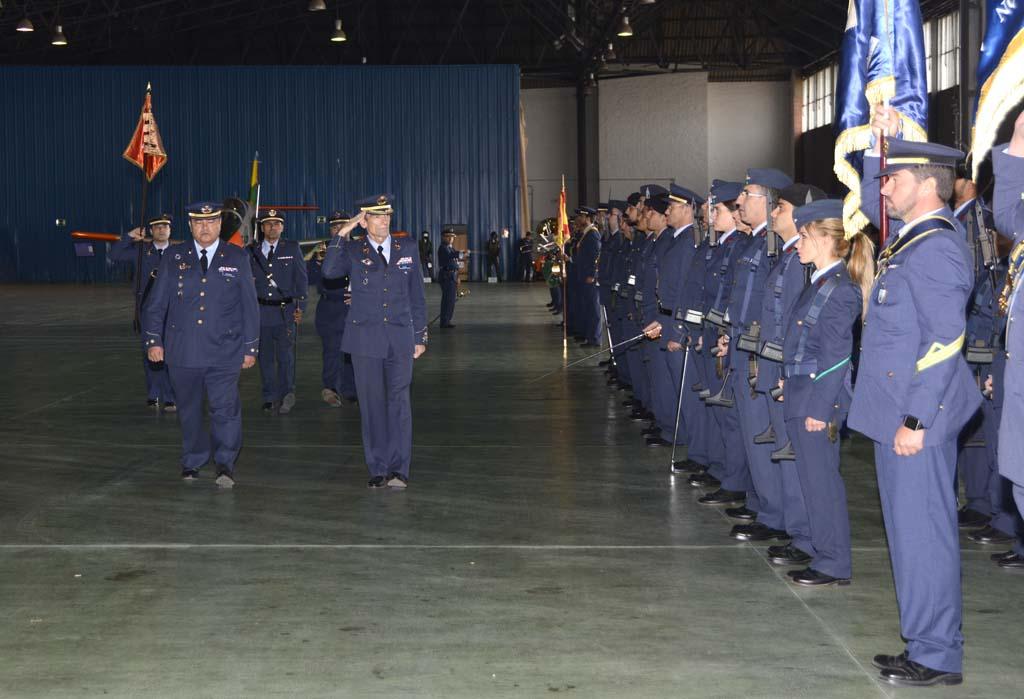 La ceremonia del 25 aniversario del CLAEX ha estado presidida por el general José María Salom, jefe del Mando Aéreo General del que depende el CLAEX. El general participó unos días antes en la I Carrera del Aire y las empresas aeronáuticas organizada por Fly News, quedando el 83 entre más de 500 corredores.