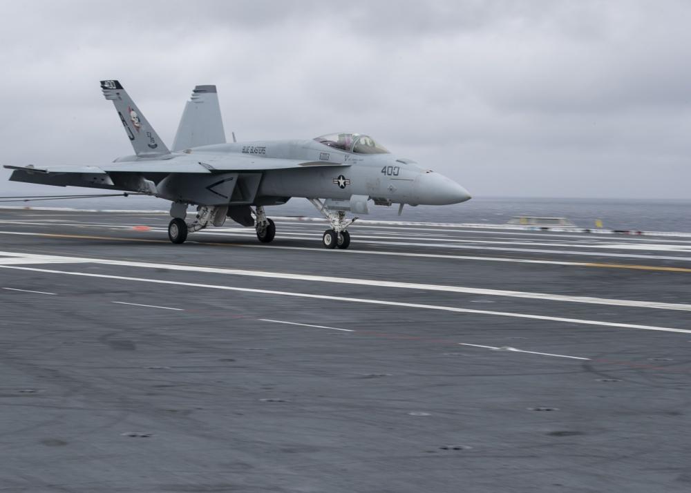 Toma de uno de los F/A-18 del Escuadrón VFA-34 en el Gerald R Ford durante las pruebas.
