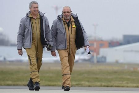 Eric Gérard y Hervé Laverne, pilotos del primer vuelo del Dassault Falcon 8X.