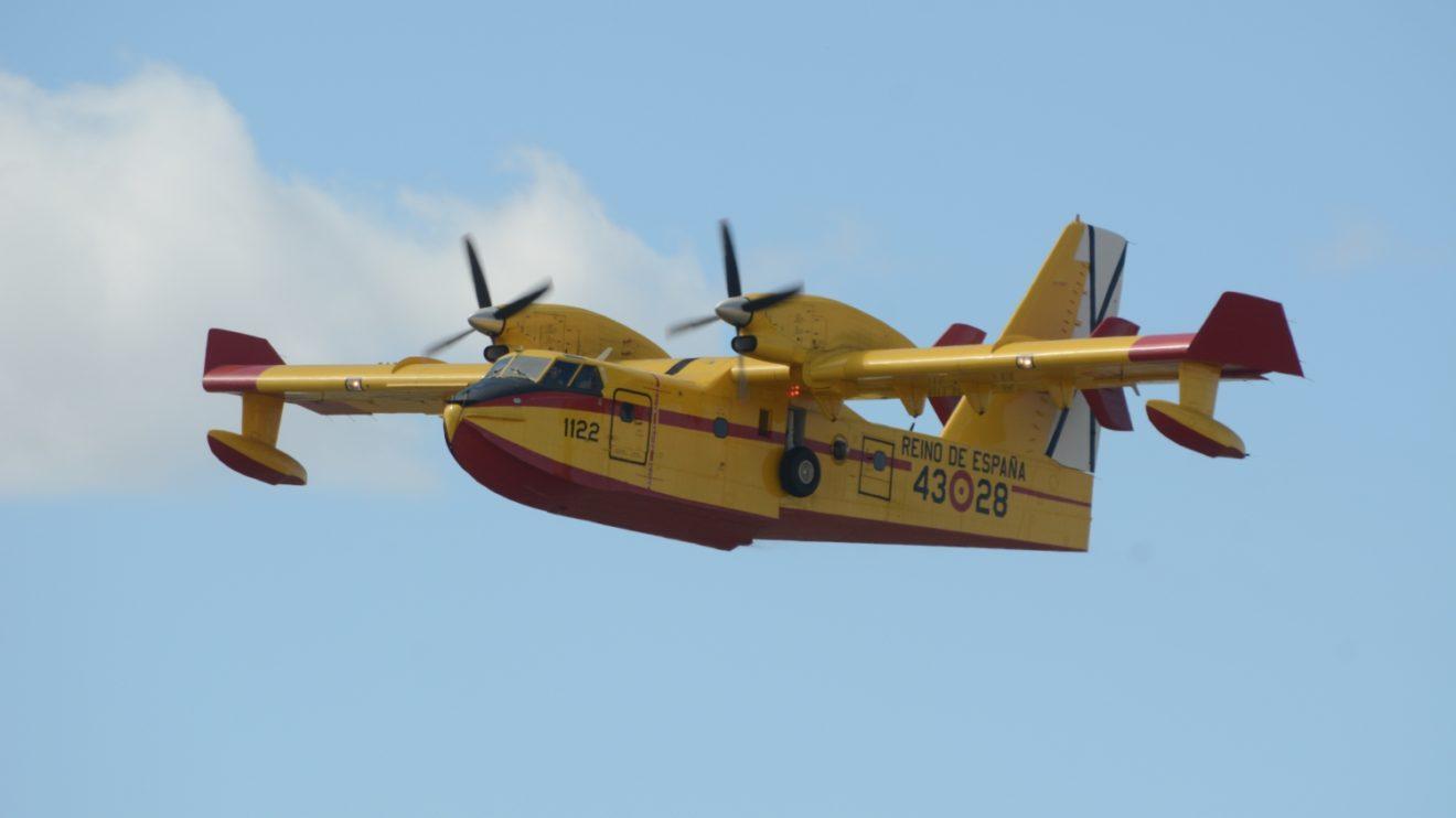 La demostración aérea del 43 Grupo estuvo a cargo de uno de sus Canadair Cl-215T.