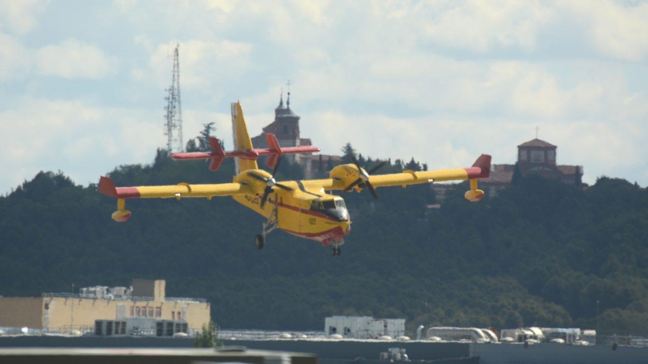 Corta final para la toma en Getafe del Canadiar CL-215T del 43 Grupo