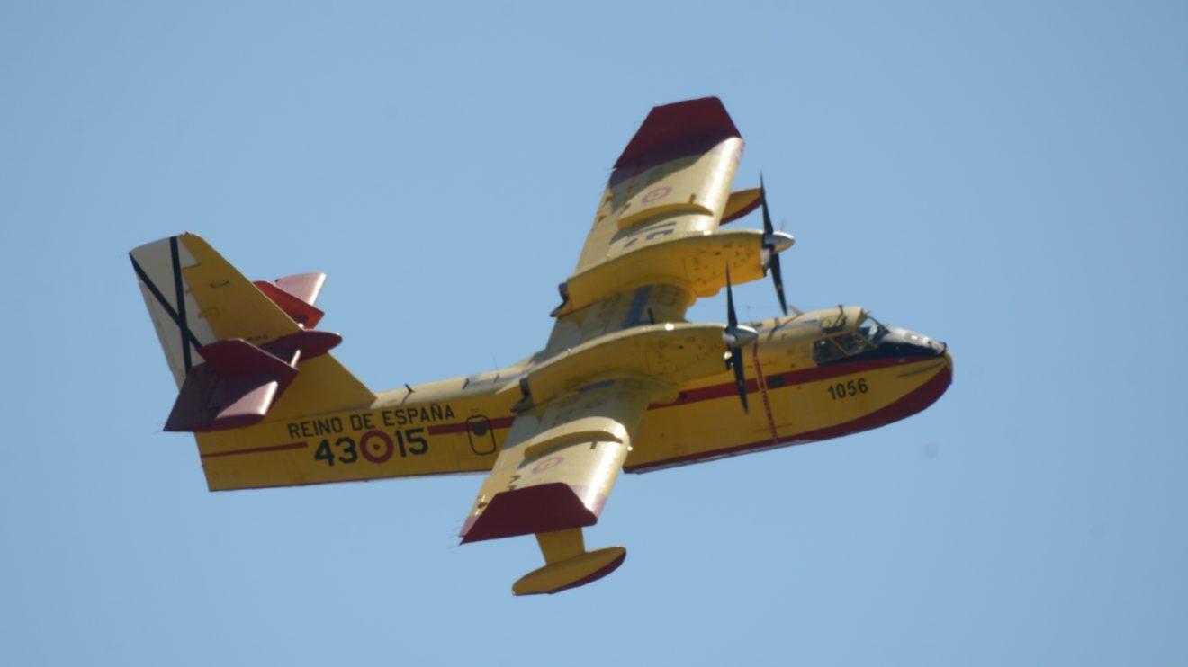 El Ejército del Aire dispone actualmente de 14 CL-215T, propiedad del Ministerio de Agricultura, Pesca y Alimentación,, para la extinción de incendios forestales.