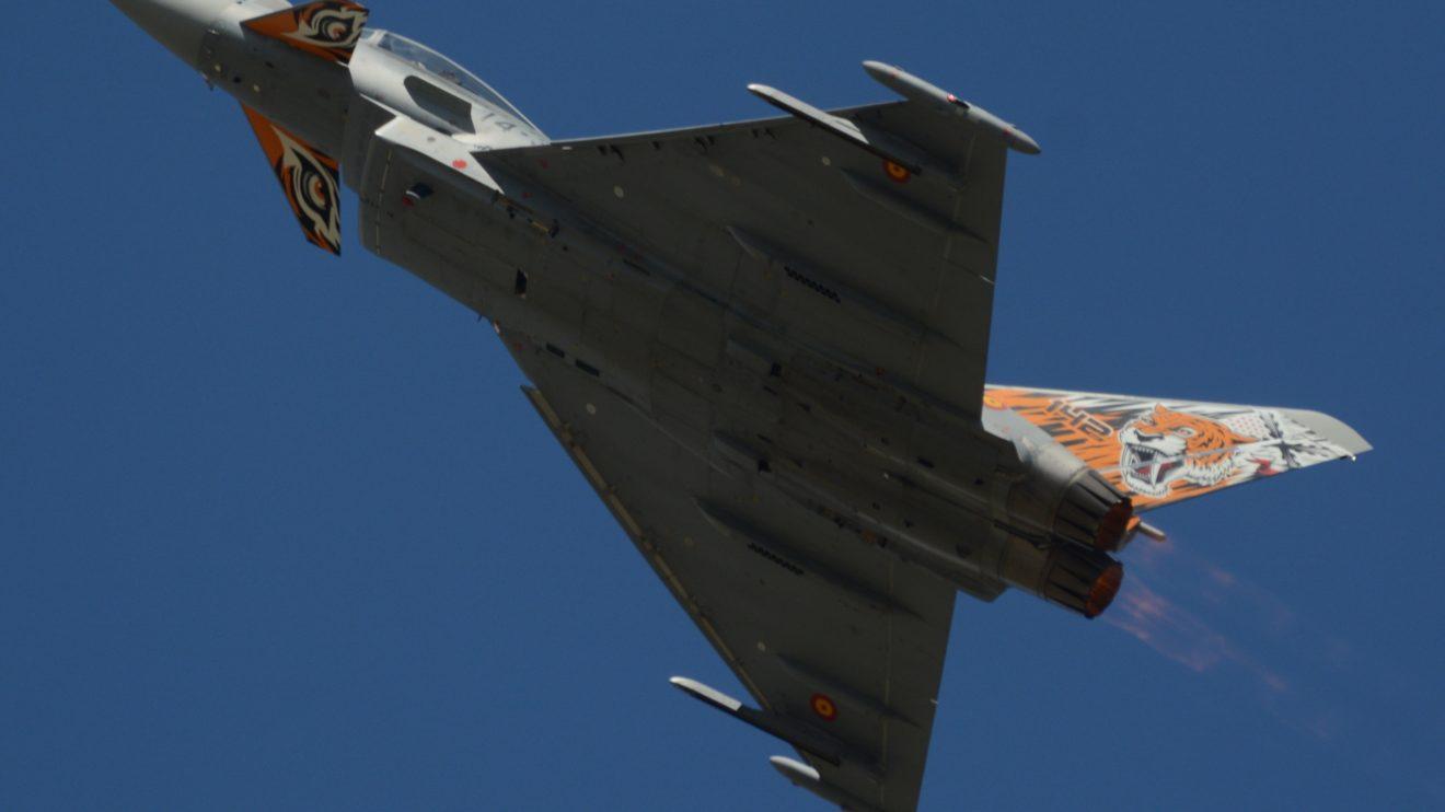 Cada uno de los dos motores EJ200 del Eurofighter puede empujar con hasta 9.000 kg de fuerza. Ello permite al Eurofighter incluso ascender en vertical.