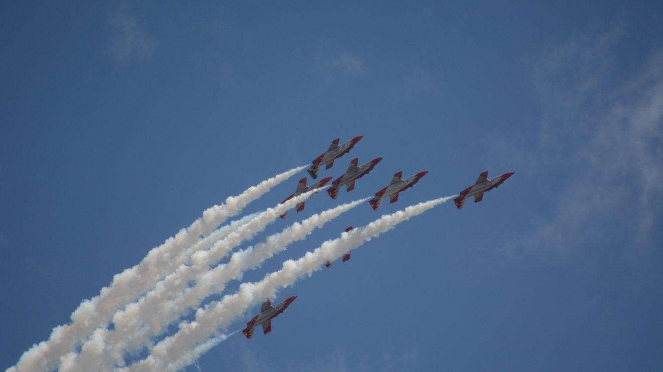 La Patrulla Águila comenzó sus demostraciones en 1985, al principio solo con cinco aviones.