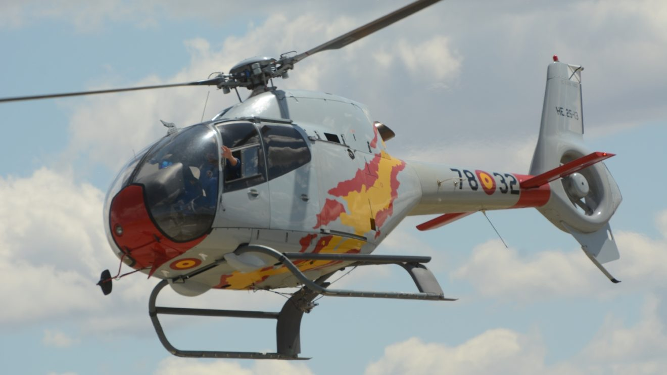 En cada EC120 de la Patrulla Aspa vuelan dos pilotos.