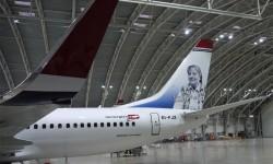 Boeing 737 de Norwegian, EL-FJX, decorado con la imagen de Gloria Fuertes, otro homenaje a la cultura española