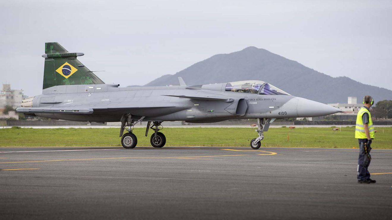 Brail eligió al Gripen frente a los otros dos finalistas de su evaluación, el Dassault Rafale y el Boeing F/A-18E/F.