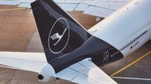 100 años después de su diseño, la grulla de Lufthansa sigue en la cola de sus aviones, aunque ahora en una versión acrualizada.