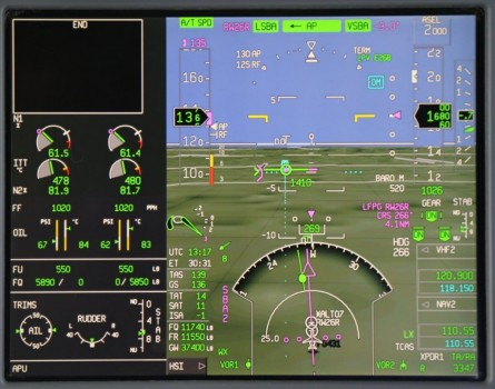 Pantalla de presentación del sistema EASy de Dassault para aproximaciones de precisión.