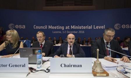 Luis de Guindos durante la reunión ministerial de la ESA en Lucerna.