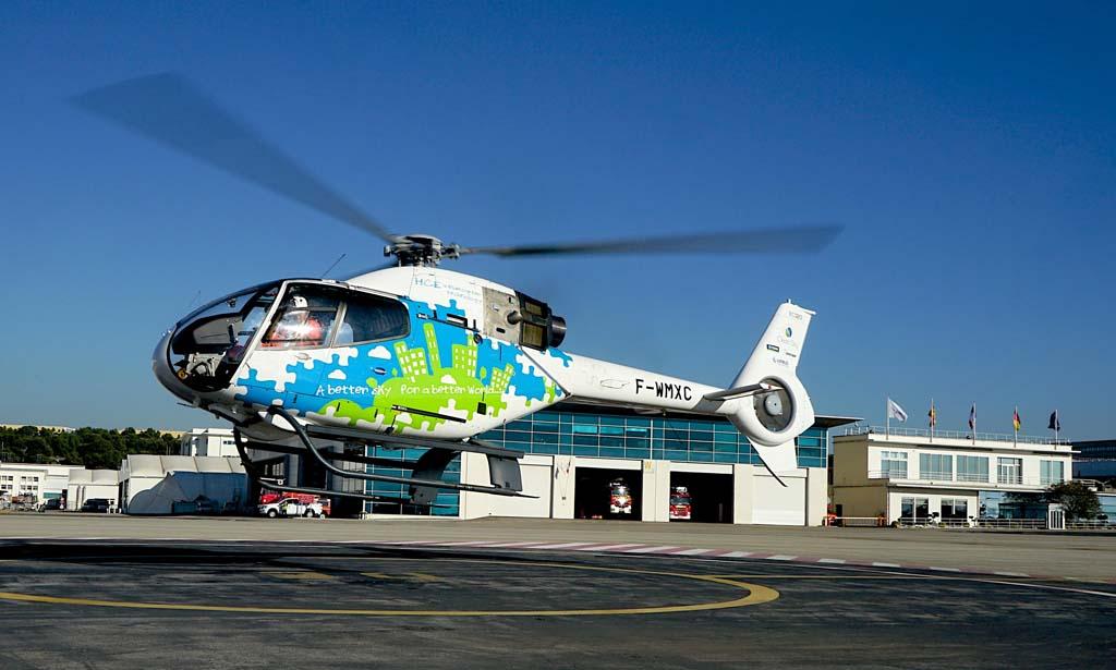 Vuelo de prueba del helicóptero H120 equipado con el motor de pistón V8.