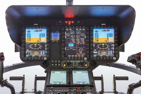 Panel de instrumentos de Airbus helicoptyers H135 con aviónica Helionix.