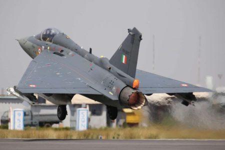 Despegue de un HAL Tejas Mk.1 de la Fuerza Aérea de India.