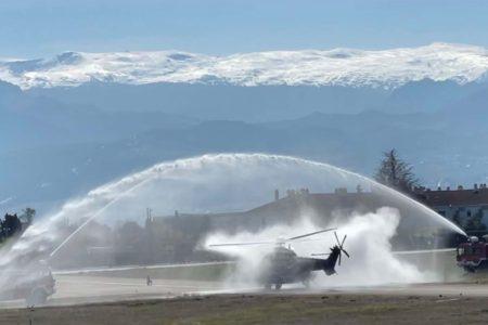 El HD.21-09 recibido con un arco de agua a su llegada a Armilla.