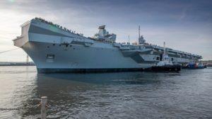 El HSM Prince of Wales poco antes de abandonar el astillero para sus primeras pruebas en el mar.