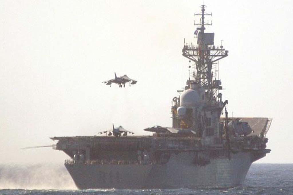 El portaaeronaves Príncipe de Asturias fue retirado de servicio tras la entrada en servicio del buque de desembarco anfibio Juan Carlos I