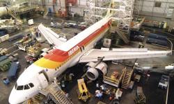 2709 empleadoas de tierra de Iberia, entre handling, mantenimieto y oficinas serán despedidos además de 313 pilotos y 785 TCP según las cifras dada por la dirección de Iberia a los sindicatos.