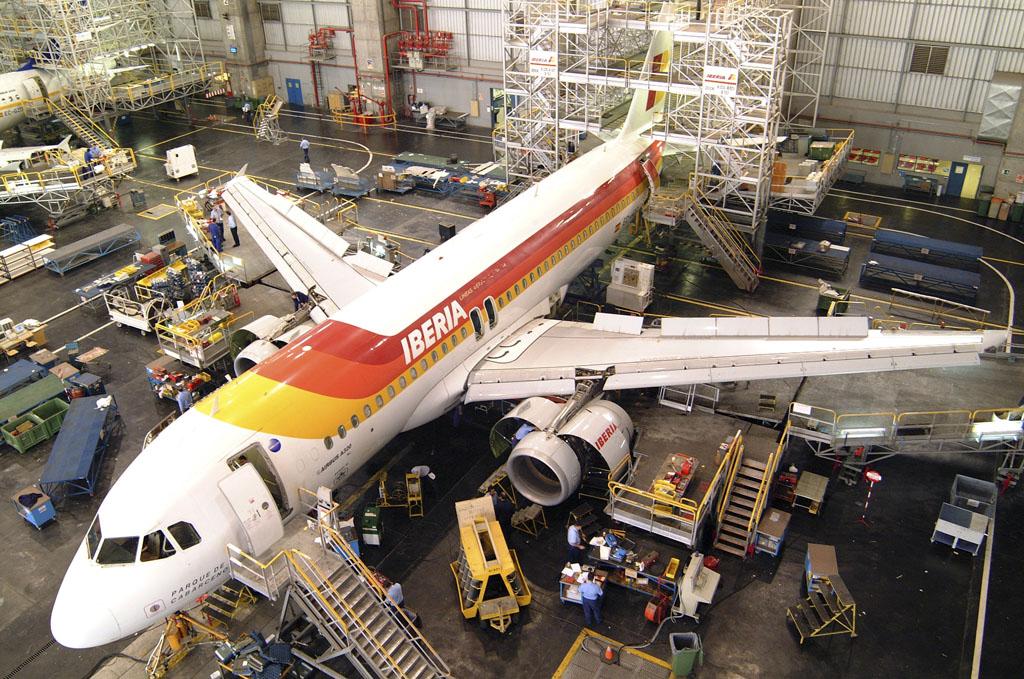 Más de 2000 empeladso de tierra de Iberia, mantenimiento, handling y oficinas serán depsedidos con el ERE.
