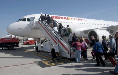 Embarque del primer vuelo a Sevilla de Iberia Express