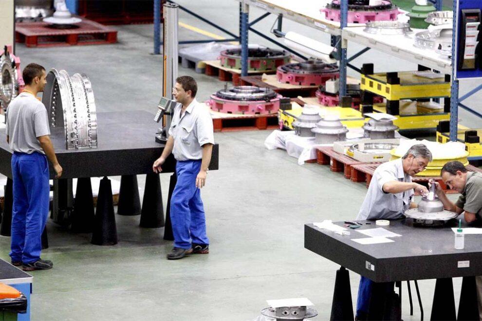 Trabajadores de la división de mantenimiento de motores de ITP Aero.Trabajadores de la división de mantenimiento de motores de ITP Aero.