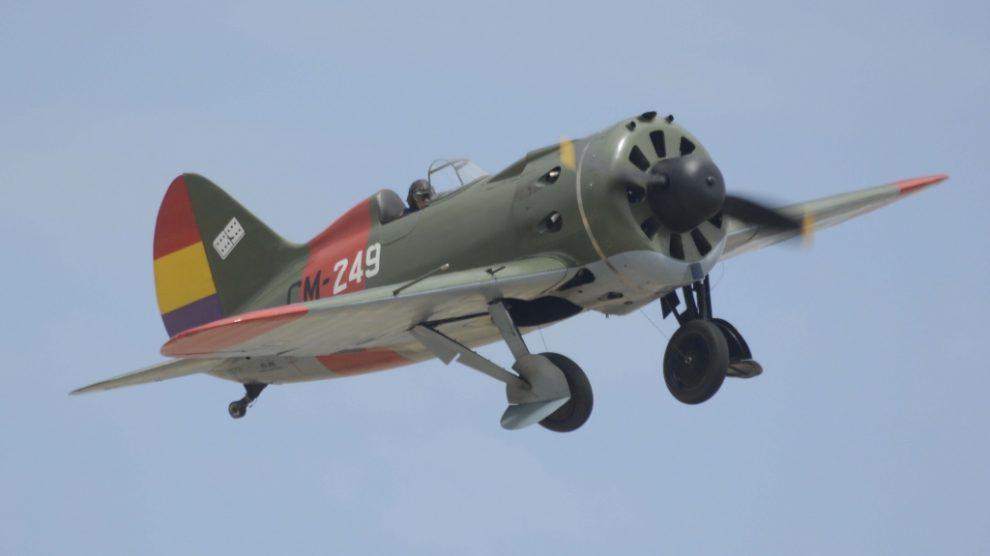 Subir o bajar el tren de aterrizaje del Polikarpov I-16 supone darle 44 vueltas a una manivela a mano.