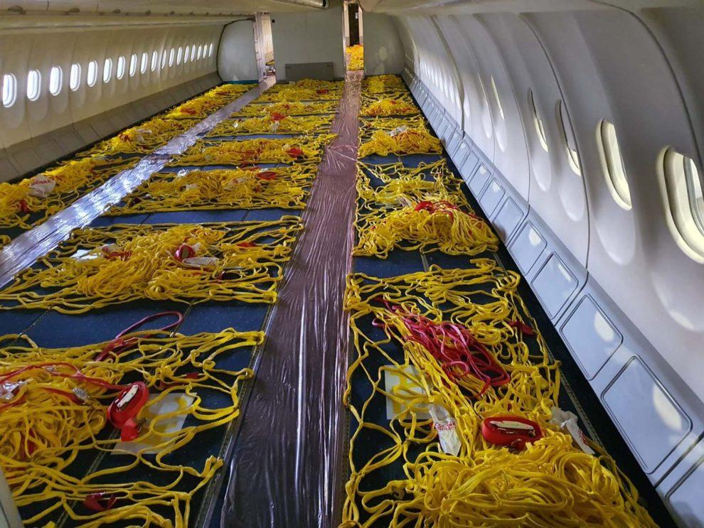 Cabina de pasaje del Airbus A330 EC-LXK de Iberia una vez convertido en carguero.